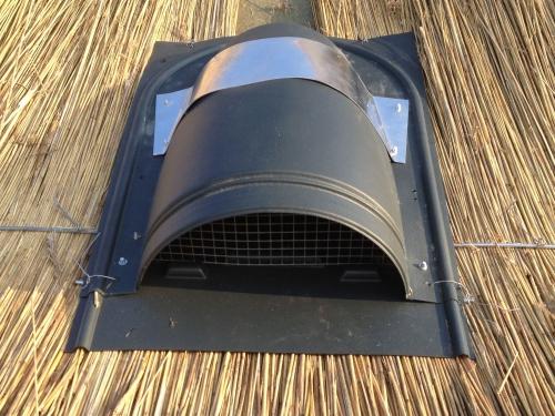 Indek-dakdoorvoer voor een ventilatiekanaal