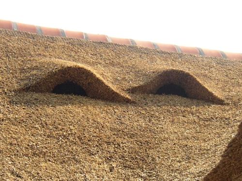 Er zijn ventilatiekanalen tot 160 mm op deze indek-dakdoorvoeren aan te sluiten