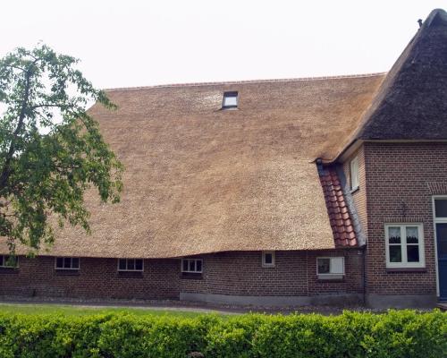 Pannen om het lekwater van het dak daar boven af te voeren